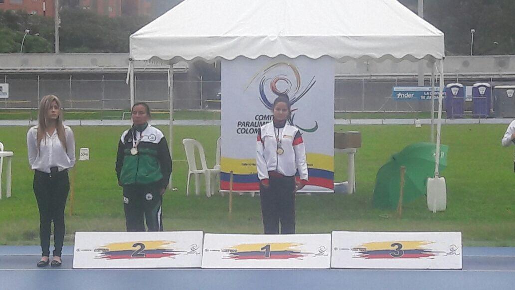 Leydi Ortiz (Izquierda) medalla de plata en 100 metros