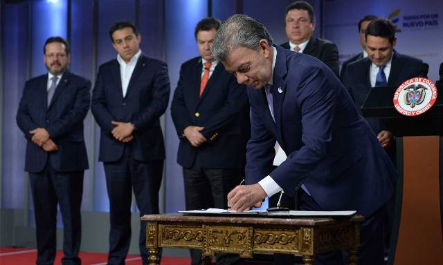 El Presidente Juan Manuel Santos sanciona el código de ética y disciplinario del congresista, con el que los parlamentarios tendrán reglas claras de comportamiento y control interno.