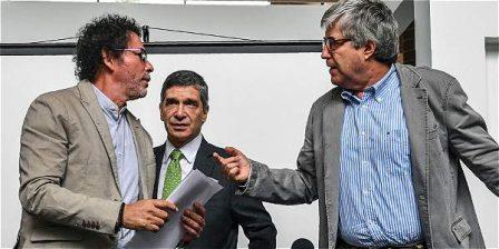 Foto: AFP 'Pastor Alape', de las Farc, y Rafael Pardo y Eduardo Díaz, por el Gobierno, hicieron el anuncio ayer.