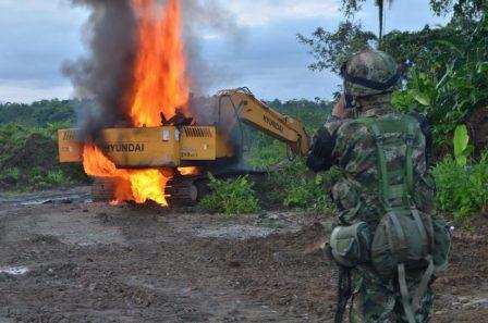 En la actualidad la maquinaria amarilla se destruye por la complejidad para moverla y riesgos de seguridad con los grupos de delincuencia organizada.