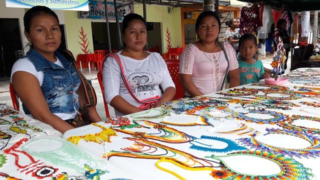 Hermanas artesanas comunidad Indigena Embera