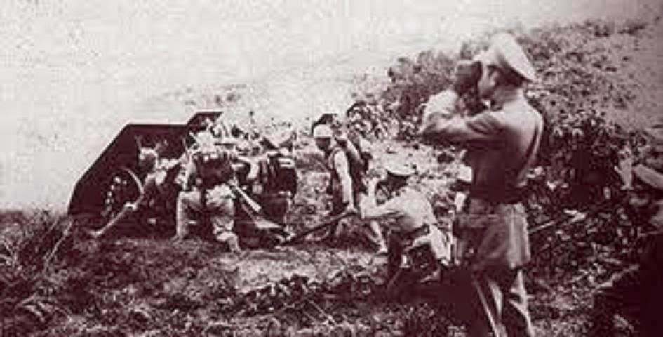 Bombardeo colombiano a las posiciones peruanas - http://historiayregion.blogspot.com.co/2012/03/el-combate-de-guepi-conflicto-entre.html