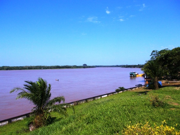 El río Putumayo frente a Puerto Leguízamo