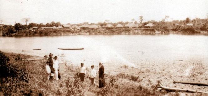 El río Putumayo cuando pasaba frente a Puerto Asís. (Archivo antiguo Vicariato Apostólico de Sibundoy-1928)