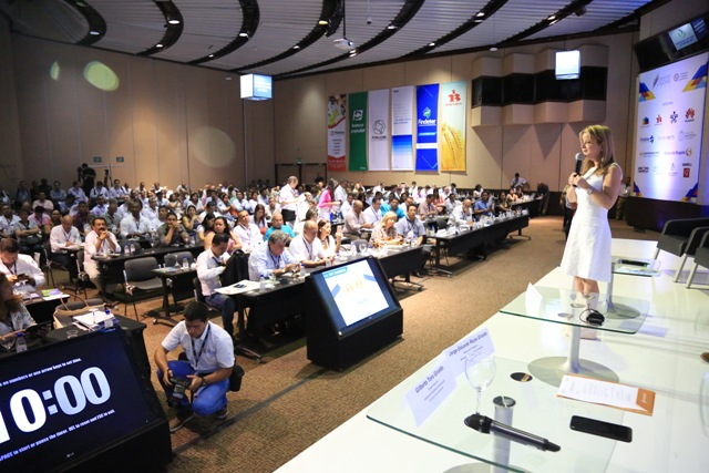 Ministra Elsa Noguera durante la intervenciòn en el Congreso de Municipios realizado en la ciudad de Cartagena. Foto: René Valenzuela (MVCT)
