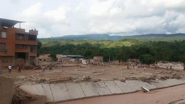 Mocoa- Colombia, sector Barrio La independencia que fue arrasado por la avalancha; al fondo el bosque donde sucedieron los hechos narrados en esta crónica
