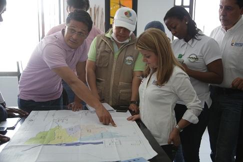 Ministra de Vivienda, Elsa Noguera, en Mocoa, Putumayo. Foto: Archivo prensa (MVCT).