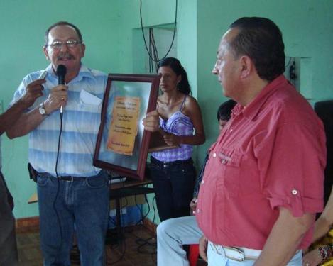 Director de la Regional Putumayo recibió reconocimiento del municipio de Puerto Guzmán por su aporte al desarrollo de la región