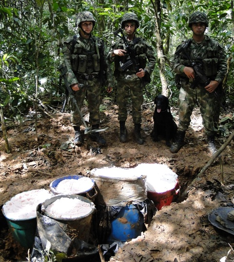 Fuerte golpe contra el terrorismo en el Putumayo, halladas 2 toneladas de anfo en zona rural de Puerto Guzmán.