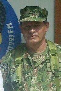 Un militar en las filas de los instructores SENA