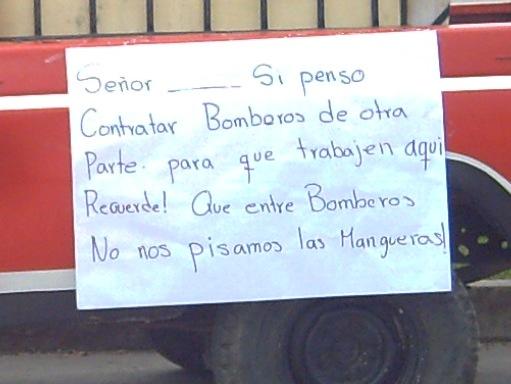 Protesta pacífica de Bomberos en Colón