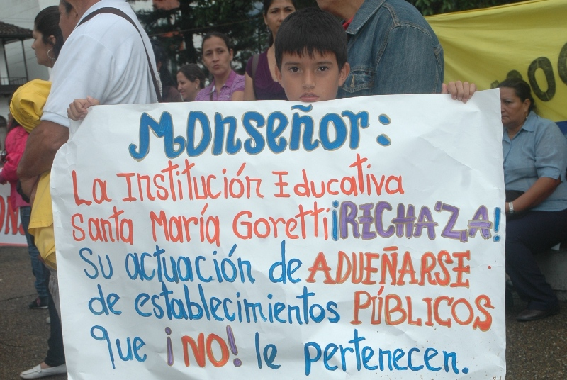 Familia Goretti marcha por su institución