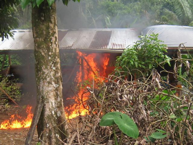 Ejército, desmantelo 02 laboratorios, incautó 01 válvula ilícita, 02 refinerías  y capturo 01 persona en flagrancia.