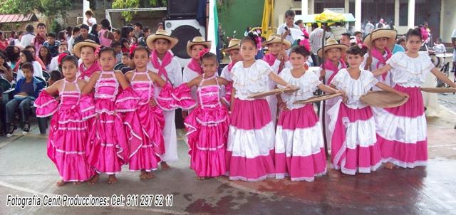 La IE Valle del Guamuez realizó el primer Festival de Danza Folclorica y Gastronomía Colombiana