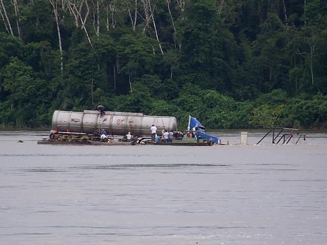 Rescatado vehículo en el río Putumayo.