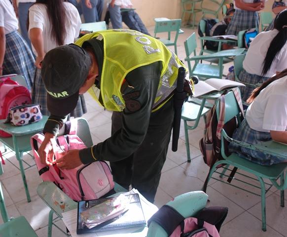 Policía realiza toma preventiva en cinto centros educativos de Mocoa