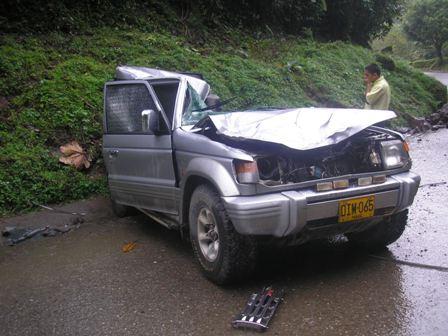 Mueren tres investigadores universitarios al caer una roca sobre el carro en el que viajaban en la via Mocoa – Pitalito