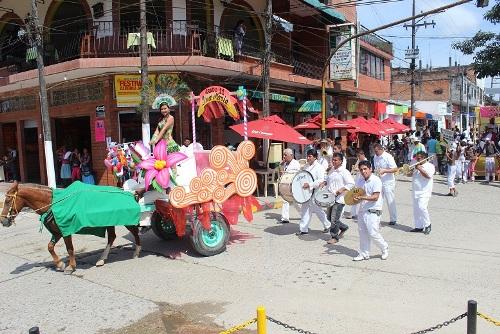 Espectacular desfile en los 45 años de la IE Alvernia en Puerto Asís