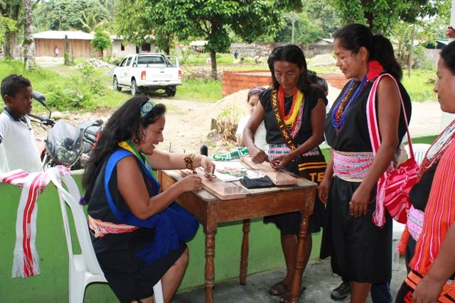 Gran Tierra apoya al Resguardo La Cristalina en la producción de artesanías