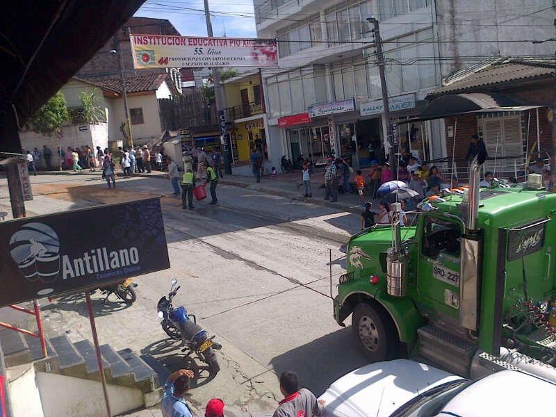 El transporte de carga pesada en Mocoa