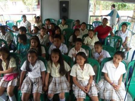Aurora educando en Puerto Guzmán