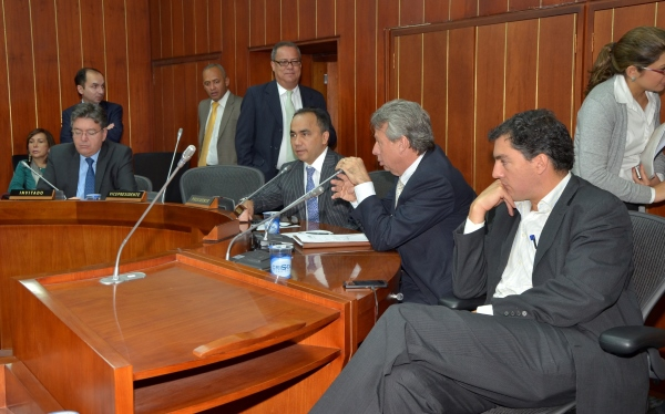 Comisión Tercera aprueba beneficios a comunidades educativas y portuarias