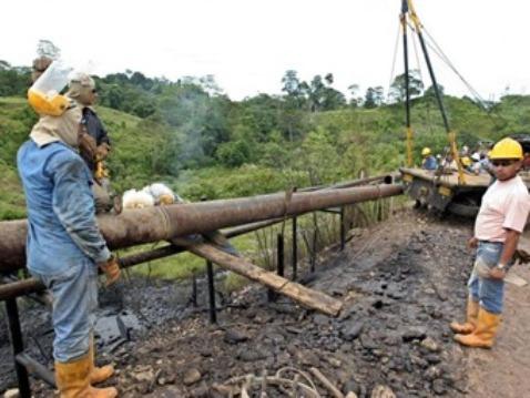Fuga en Oleoducto Transandino de Colombia afecta riberas ecuatorianas de río fronterizo