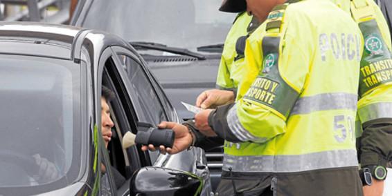 Santos firmará el jueves ley contra conductores ebrios