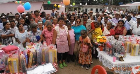 Adultos mayores de Orito recibieron regalos