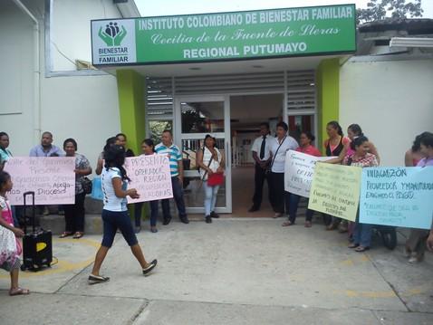 Mujeres manipuladoras del PAE protestan en Mocoa, por falta de pago