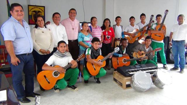 Estudiantes de Jordan Güisía reciben instrumentos musicales