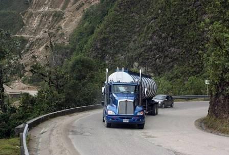 Presidente anuncia medidas para descongestionar carreteras del Huila por donde se transporta petróleo
