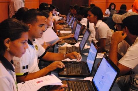 Masivamente colombianos asistieron a maratón de ofertas laborales