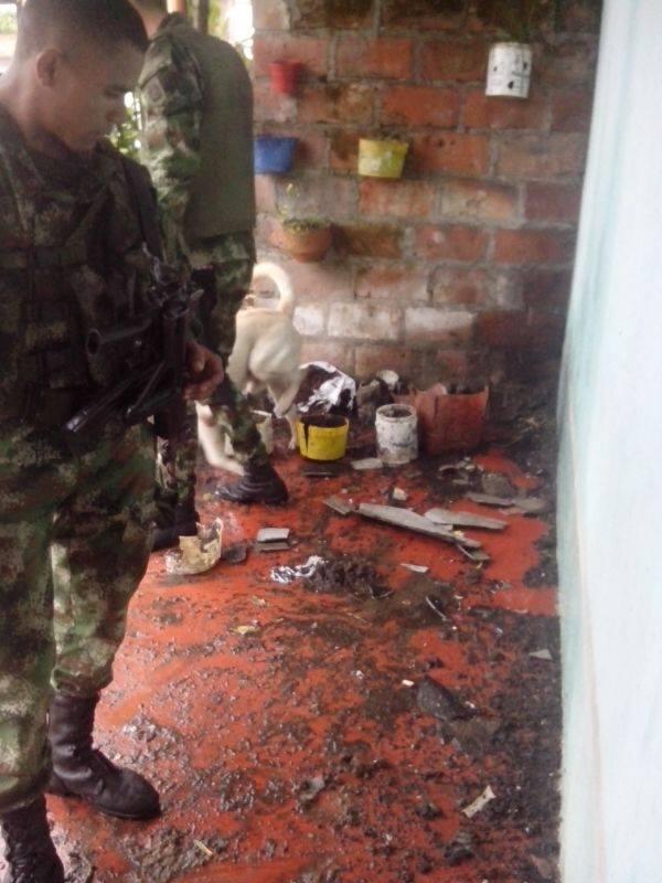 Detona petardo frente a una vivienda en Santana Putumayo