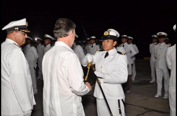 Una indígena, primera oficial de la Armada de Colombia