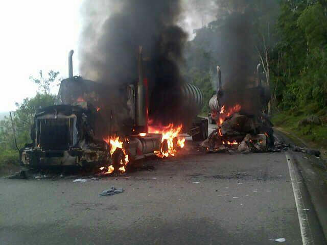 Incinerados tractocamiones que transportaban crudo en la vía Mocoa – Pitalito
