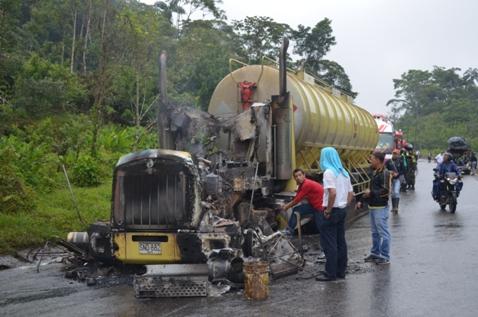 Farc incinera cinco carrotanques en Putumayo