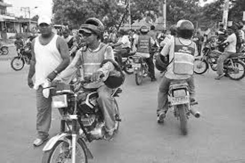 El mototaxismo en el Putumayo : los llamados moto-ratones, hora de reglamentarlos?