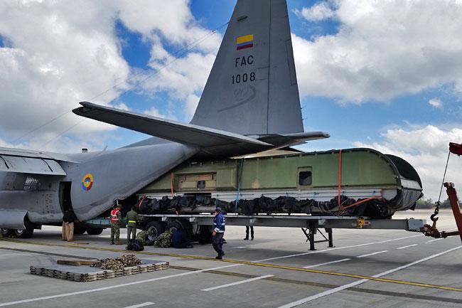 C-130 Hercules de la FAC transportó aerodeslizador de la Armada Nacional