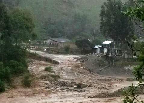 25 viviendas afectadas y un puente caído, deja inundaciones en el alto Putumayo.