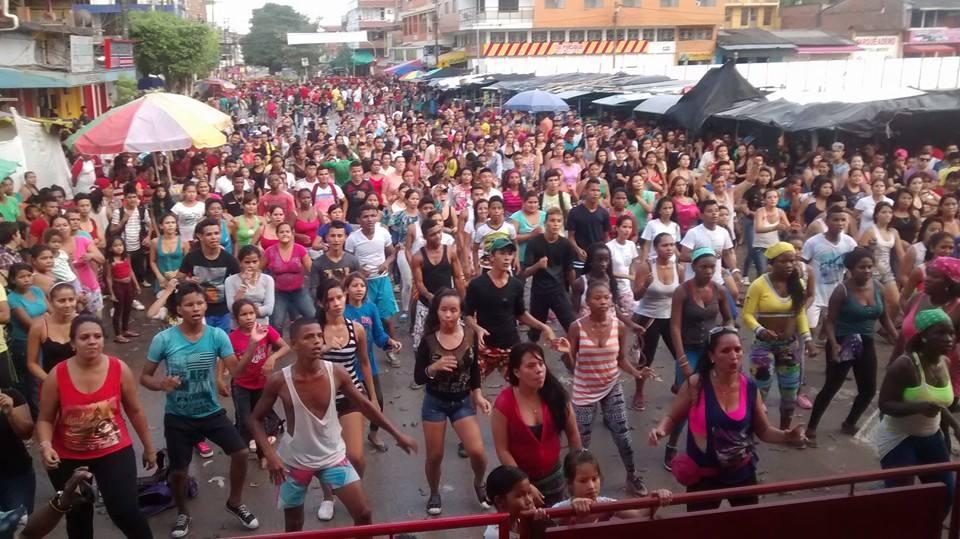 Con maratón de aérobicos y desafio en las playas, Puerto Asís celebra el día de Inocentes