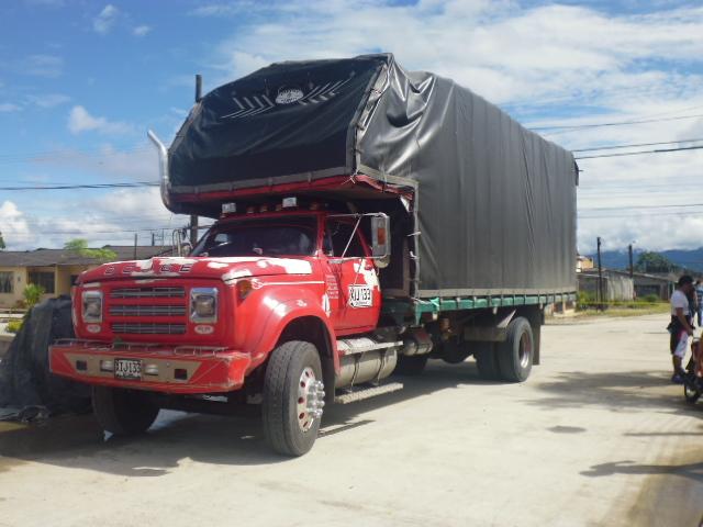 En Villagarzón, camión causa daños en líneas eléctricas y telefónica