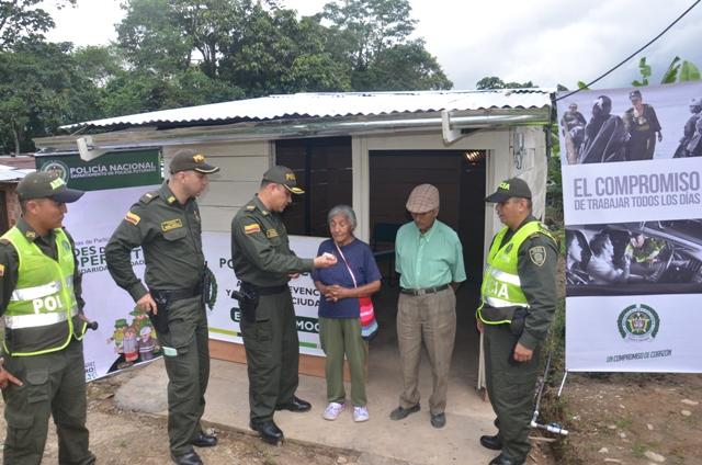 En Mocoa, Policía construye casa digna para pareja de ancianos