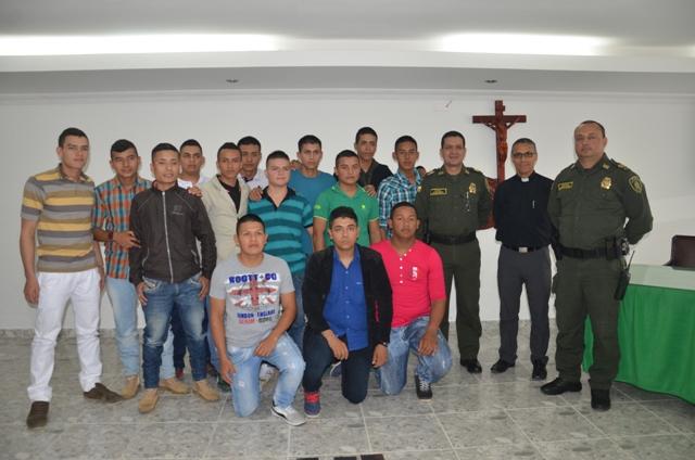 Policía celebra el licenciamiento de 20 Auxiliares Bachilleres