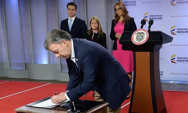 Nueva ley de crédito educativo con cero interés mejorará el acceso a la educación superior en Colombia: Presidente Santos