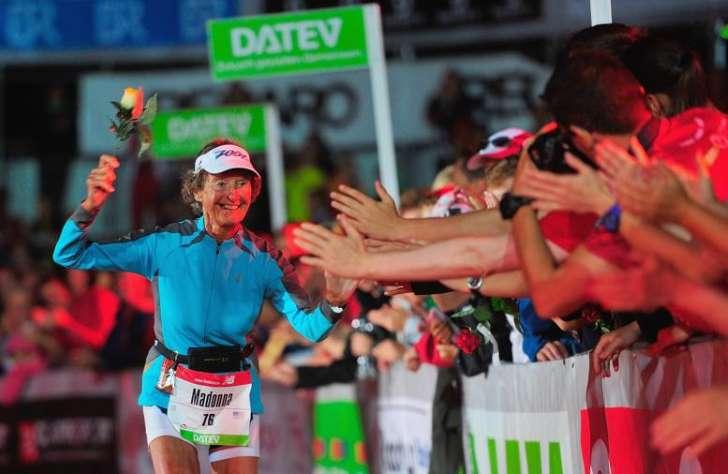 Una monja de 86 años es la triatleta de más edad del mundo