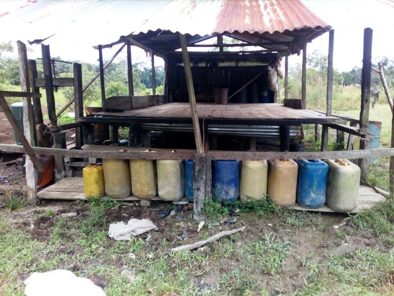 Laboratorio para el procesamiento de pasta base de coca y depósito ilegalcon material de guerra, fue hallado por el Ejército en Putumayo