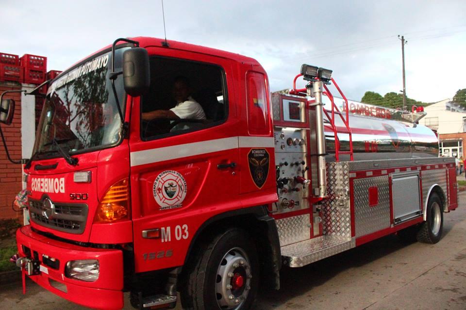 MinInterior Guillermo Rivera entrega vehículo al Cuerpo de Bomberos Voluntarios de Puerto Guzmán