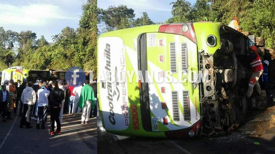Bus de Cootranshuila se accidentó en la vía Pitalito-Mocoa