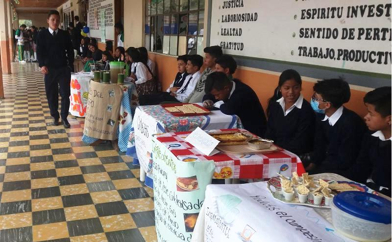Muestra Empresarial 2017 en la IE Sucre – Colón